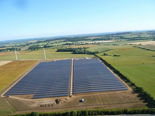 Field of dreams: a community-owned solar farm near Oxford, UK (Credit: Neil Maw/Westmill Solar Co-operative via Wikimedia Commons) Click to enlarge.