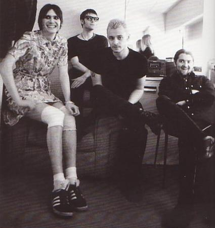 manic street preachers nicky wire dress richey edwards hipster glasses james dean bradfield cross dressing sean moore