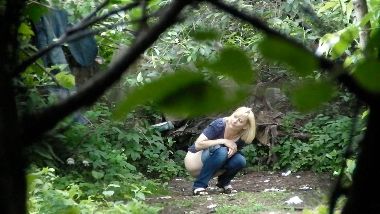 Voyeur peeing: Forest toilet 2