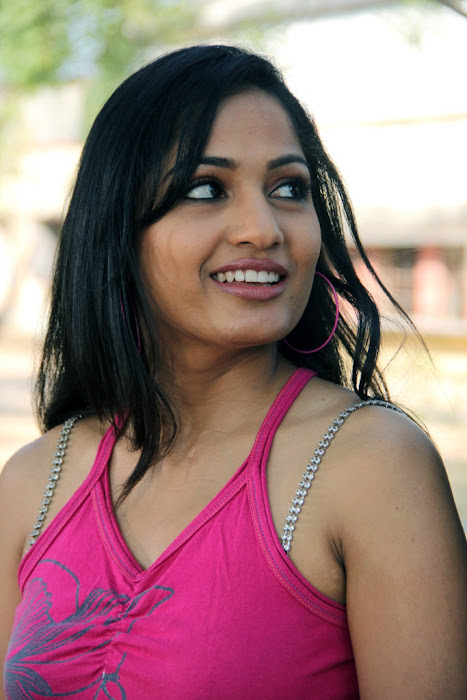madhavi latha new from aravind 2 movie photo gallery