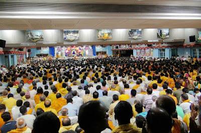 Devotees celebrate Guru Poornima 2011 with Jagadguru Kripaluji Maharaj