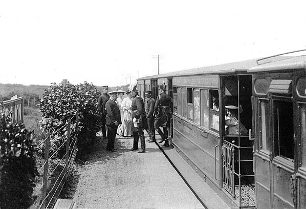 General Franklin disembarks at Browndon Halt