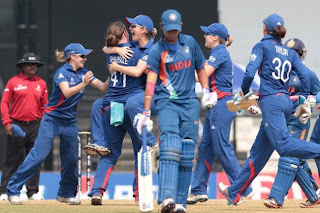 Anya-Shrubsole-celebrates-with-her-teammates-after-taking-a-wicket