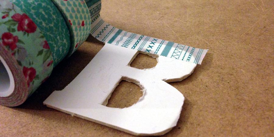 Little hannah haz tus letras con washi tape y decora con - Como decorar con washi tape ...