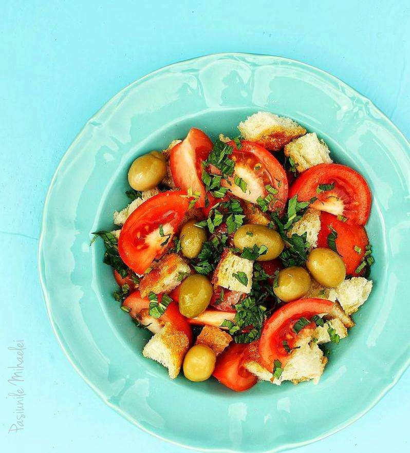 Salata cu rosii, masline si menta