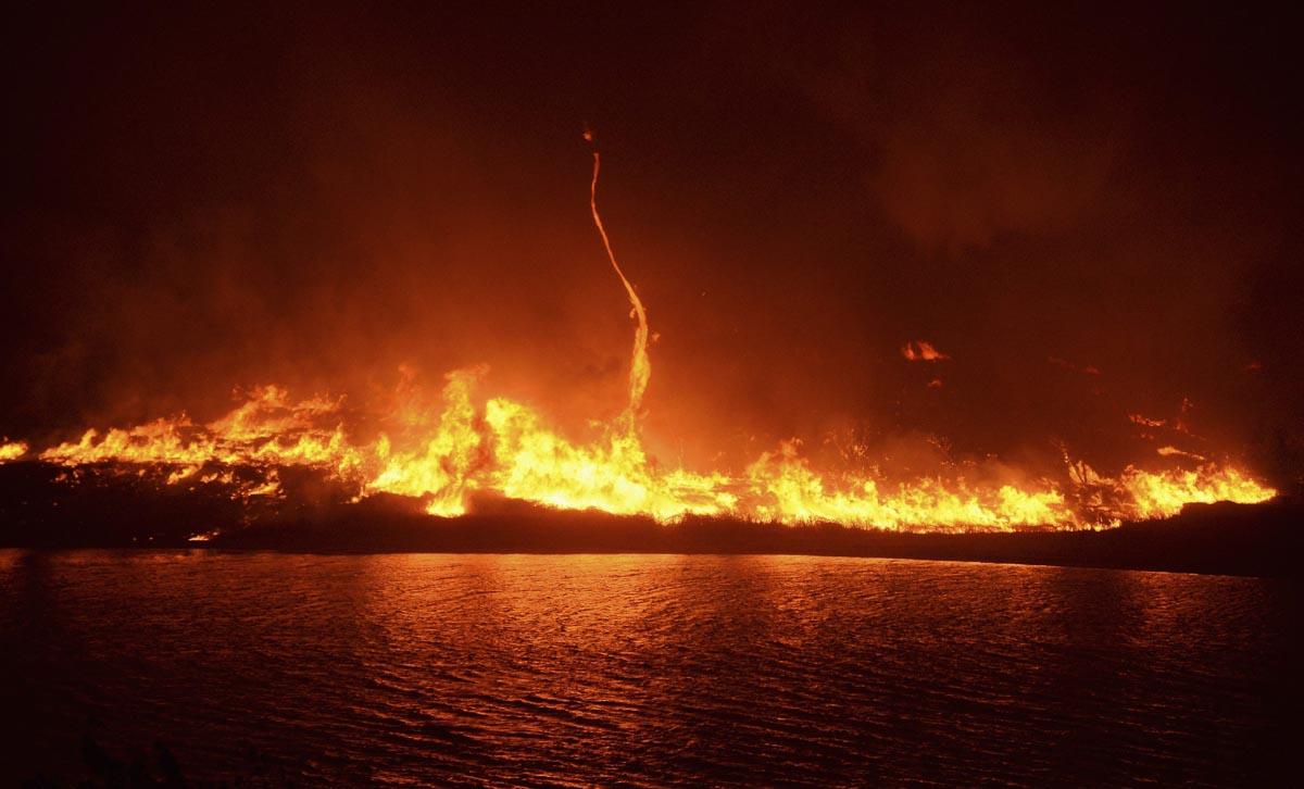 Bildergebnis für kilauea huge fire lake images