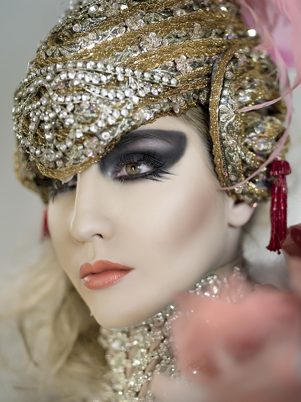Hats women's plumes feathers - hats streetstyle London style