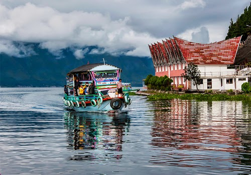 Menikmati Keindahan Alam di Objek Wisata Danau Toba Sumatera Utara