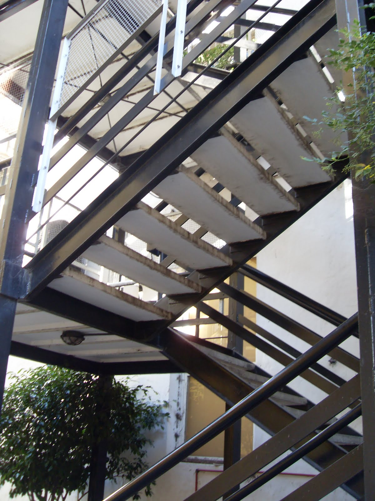 Escaleras steel frame aprender autocad revit for Escalera de hormigon con descanso