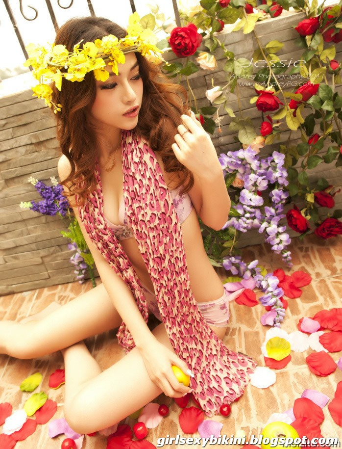 Meng Louwangzhixuan - leggy bikini show wonderful figure