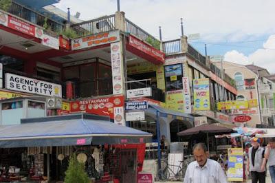Macedonië, winkelstraat in Struga
