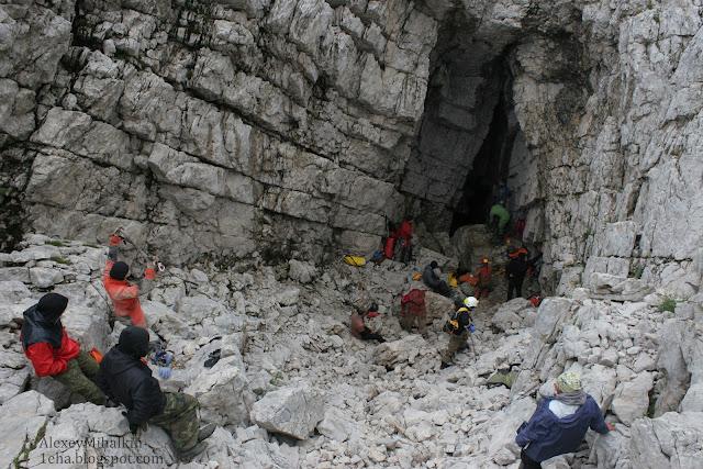 Вход в пещеру Илюхинская