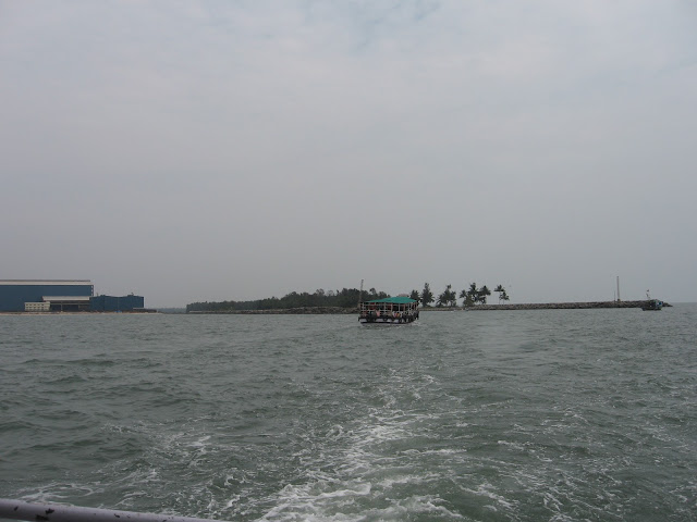 Boat carrying tourists to St.Mary's Island, Malpe harbour