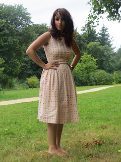 vintage, 50s, dress, heart, h&m, budget, fashion, blogger, ootd, outfit, inspiration