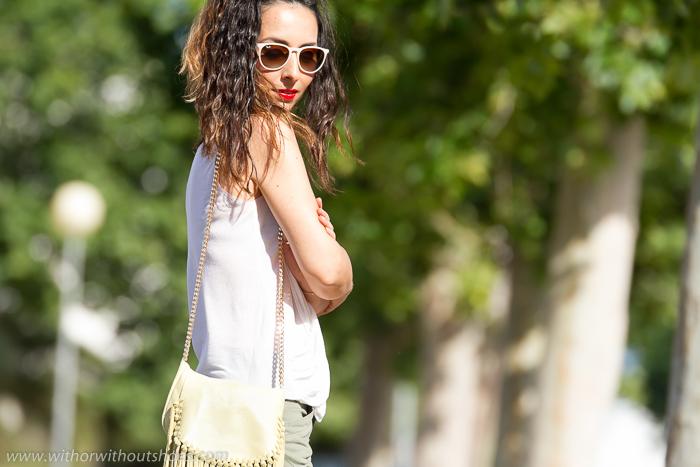 Blogger valenciana de moda y belleza con gafas Ray Ban