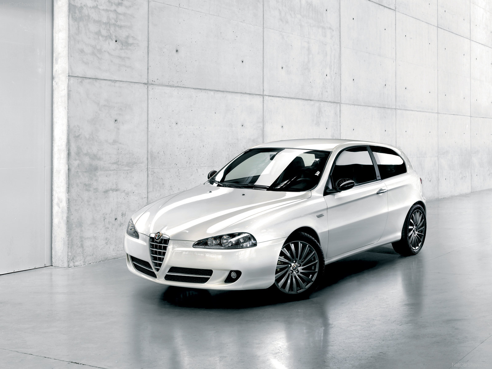 http://2.bp.blogspot.com/-xkKUqXvL-IU/TVmgn1yH13I/AAAAAAAAA4U/548qSBdN3GM/s1600/Alfa-Romeo-147-Wallpaper_14220115.jpg