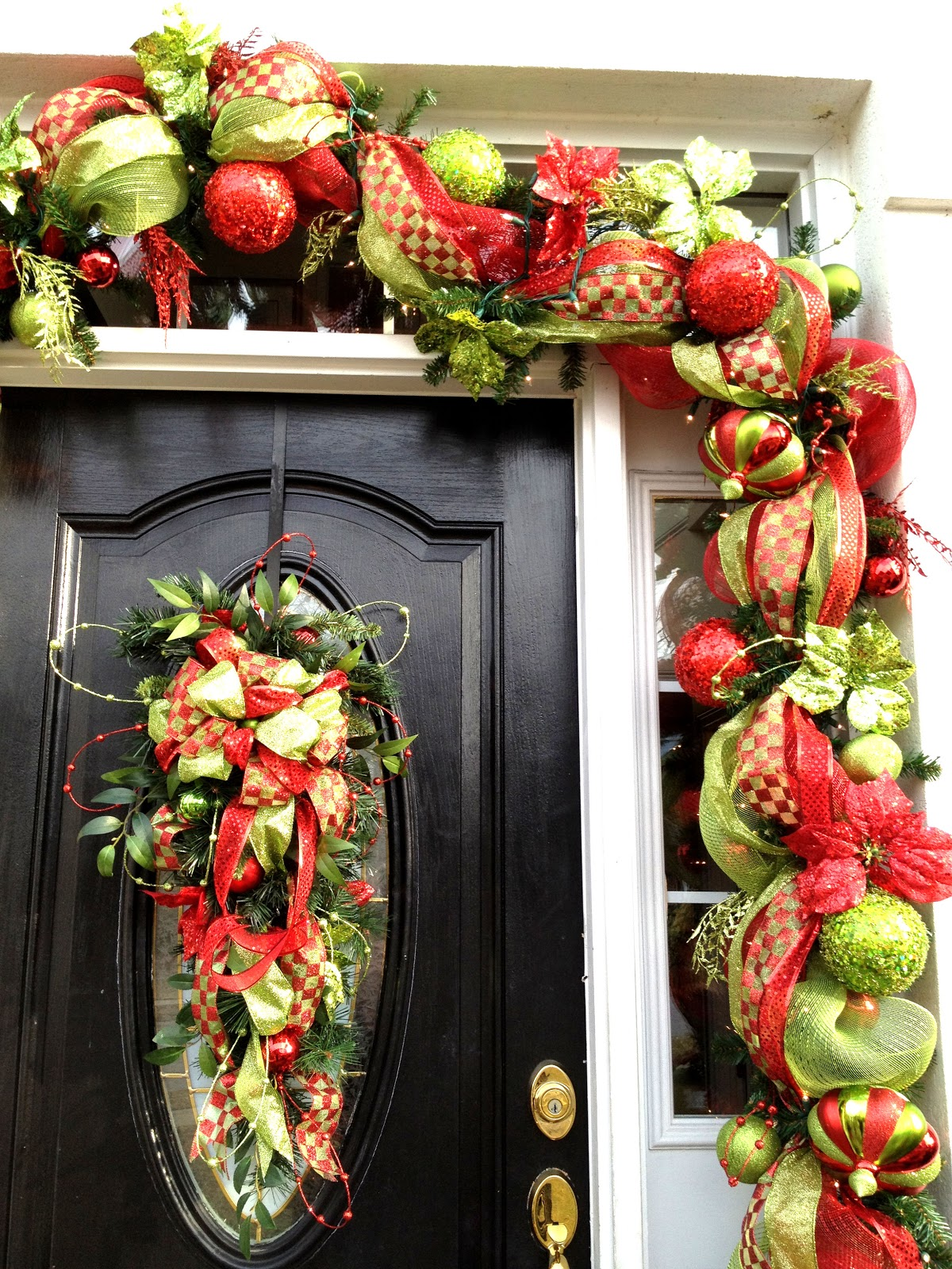 It 39 s a deco mesh christmas for Door garland christmas