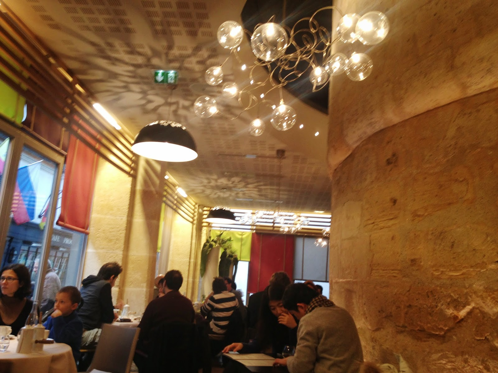 Interior of Un Dimanche à Paris