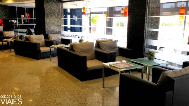Recepción del Hotel Calípolis Sitges
