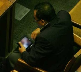 Anggota DPR Nonton Video Porno Saat Sidang Paripurna
