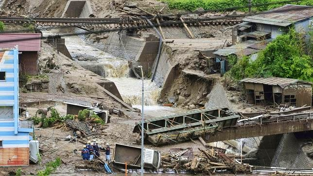 TIFON NEOGURI DEJA 7 MUERTOS EN JAPON, 10 DE JULIO 2014