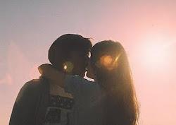 el amor es cuando estás desnuda, él te sigue mirando a los ojos