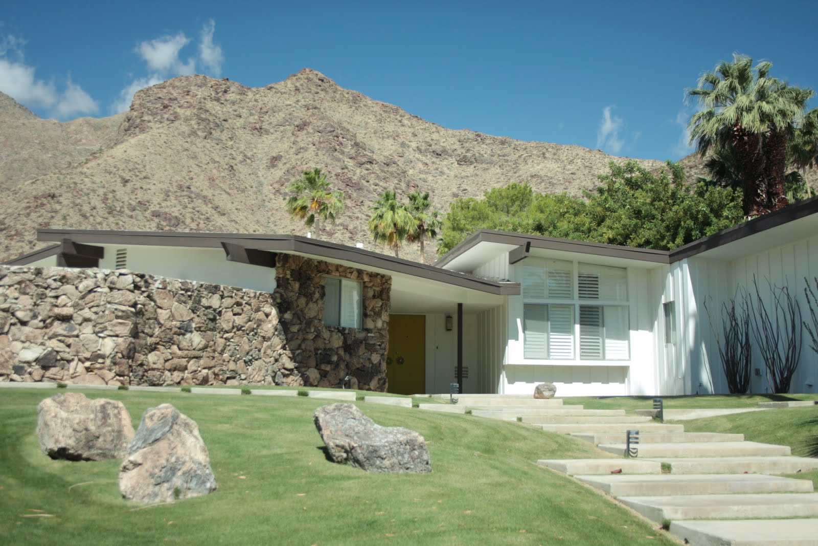 A day in the life of mid century modern homes in palm springs for New modern homes palm springs