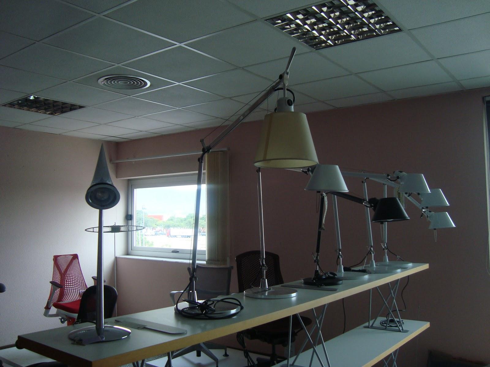 Liquidacion muebles de dise o lamparas sobre mesa for Liquidacion muebles diseno