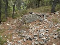 El dolmen de Sant Amanç amb les restes del túmul