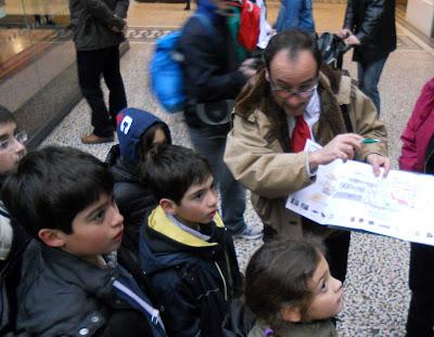 Cinque bambini al Natural History Museum