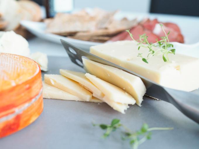 juustot kotona, Herkkujuustolan metsurin punahomejuusto Kartanon meijerin fuuga