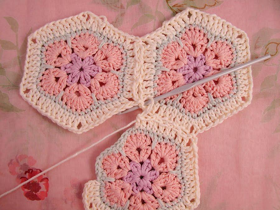 African Flower Crochet Pattern Tutorial : Heidi Bears: African Flower Hexagon Join-as-you-go Tutorial