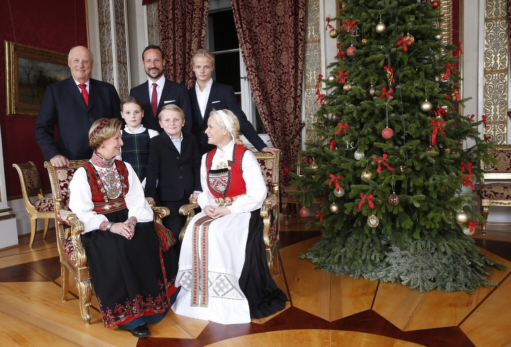 Norwegian Royal Family in their annual Christmas photoshoot ...