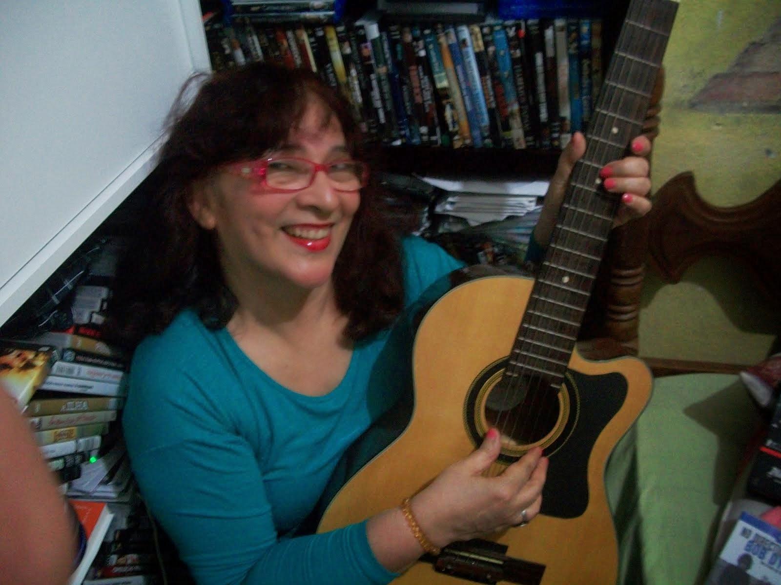 Ah, essas cordas de aço, esse minúsculo braço do violão que os dedos meus acariciam...