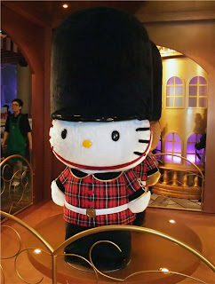 Hello Kitty London Buckingham Palace Royal Guard plush toy doll