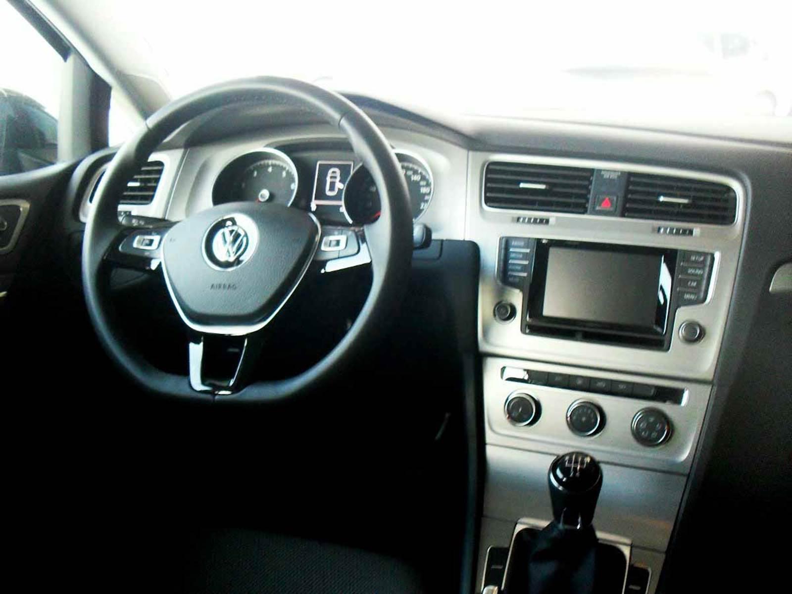 VW Golf Trendline 1.6 16V - interior