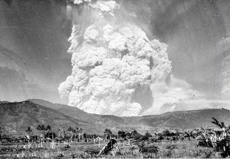Letusan Gunung Kelud tahun 1951.