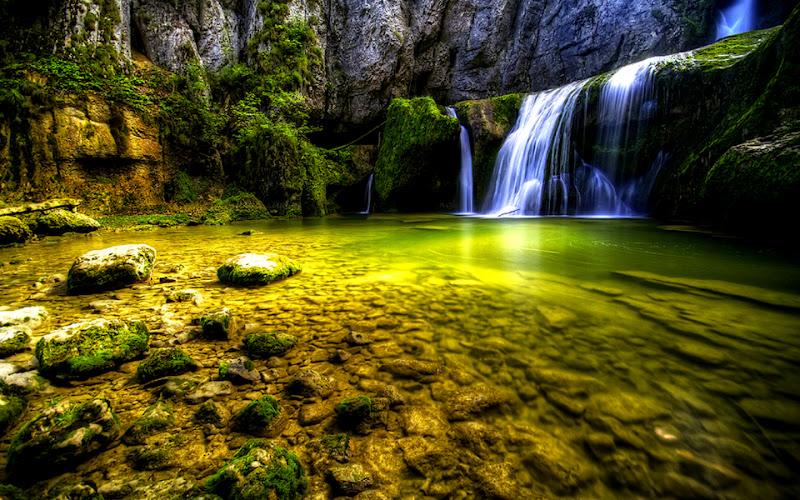 Hermosa cascadas de agua