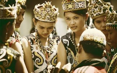 5 Mitos Salah Tentang Suku Dayak