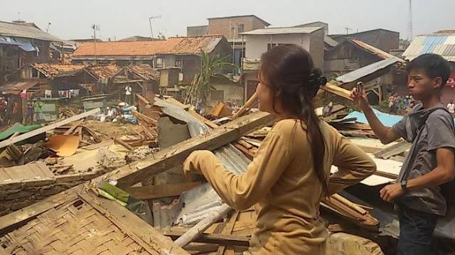 Pemulung Asal Pemalang Ini Raup Untung Jual Bongkaran Kampung Pulo