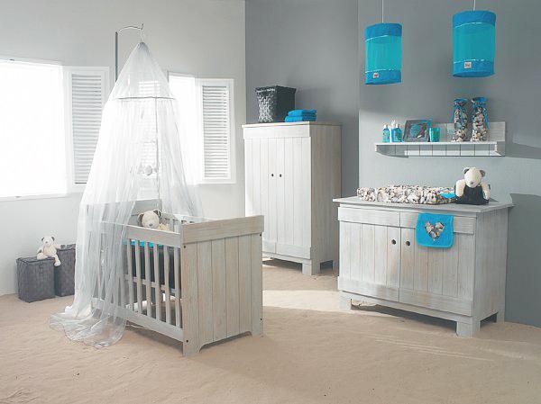Dormitorio para beb en turquesa y blanco dormitorios con estilo for Chambre garcon marron et bleu