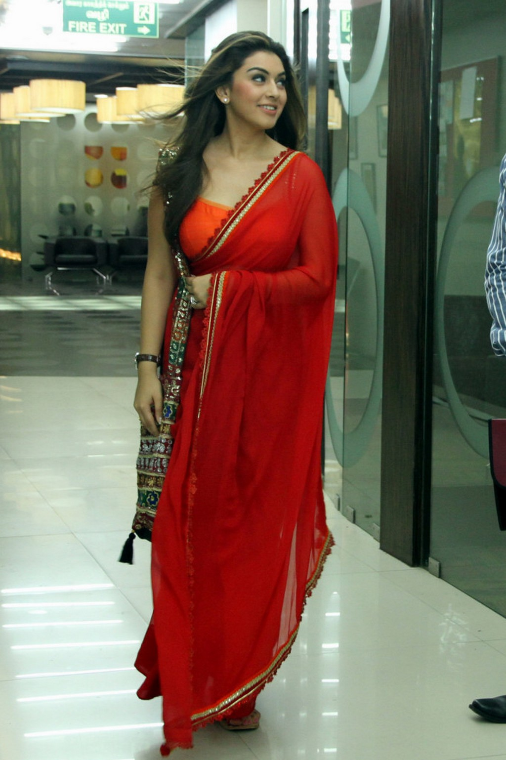 Actress Hansika motwani in red saree photos