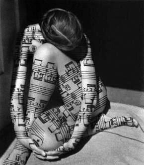 ESCOLTA la música....
