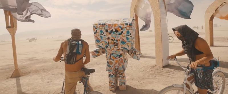 「Burning man 2014」にどう見てもダンボーなキャラクターがいる件について