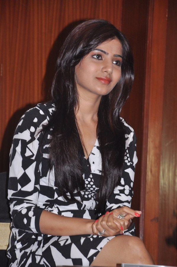 Samantha Photo Stills At Yeto Vellipoyindhi Manasu pressmeet