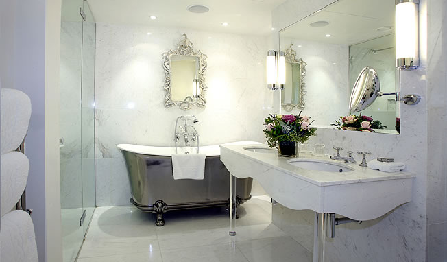 once.daily.chic: Kate Middletons Royal Wedding prep bathroom!