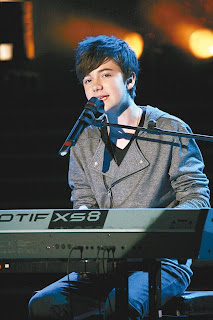 Greyson performing Sunshine and City Lights Video