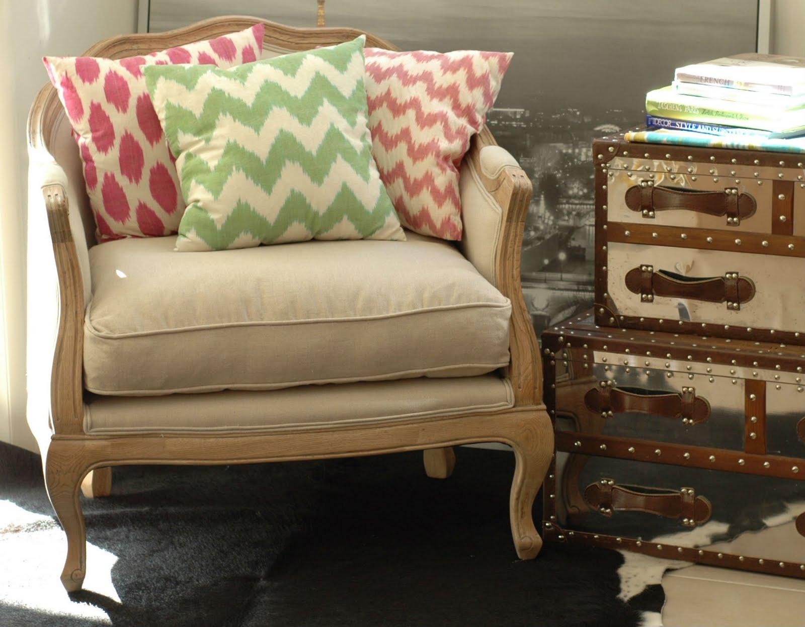 funky louis un verre de vin et a sprained ankle. Black Bedroom Furniture Sets. Home Design Ideas