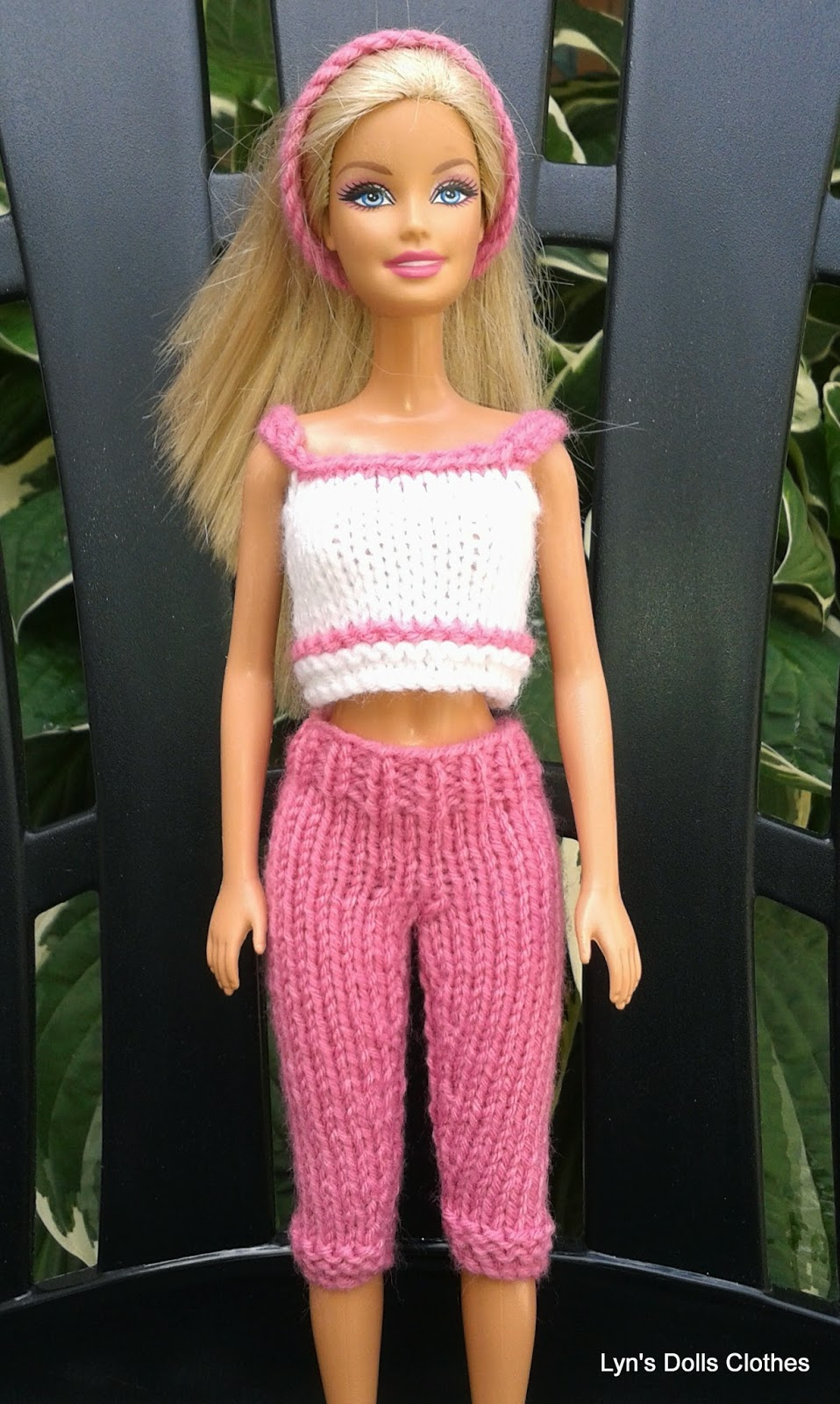 Lyns Dolls Clothes: Barbie knitted capri pants and cropped top