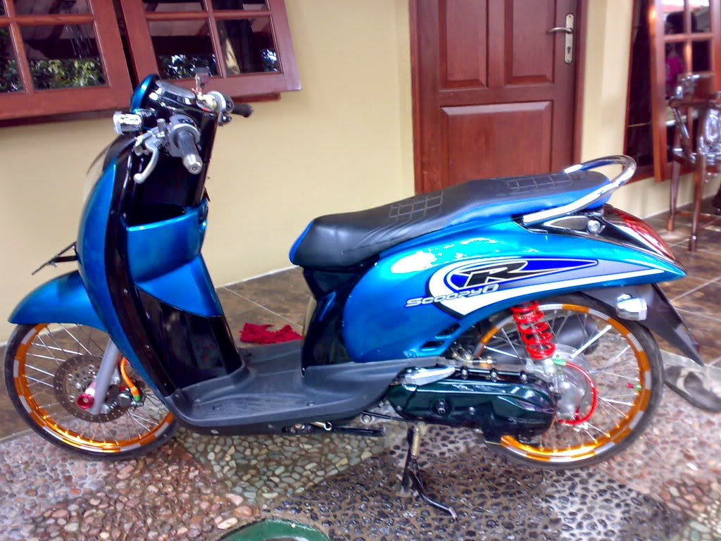 modifikasi motor honda scoopy warna biru
